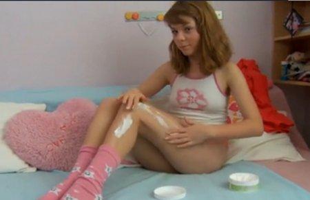 Соблазнила ножками и раздвинула их для близкого друга