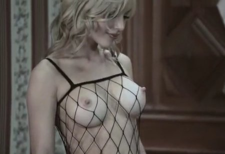 Горячий трах сексуальной блондинки в боди комбинезоне сетке
