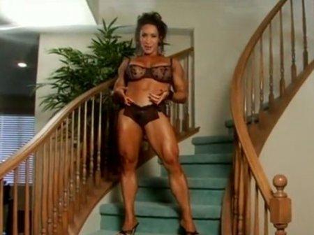 Развратные мускулистые женщины-культуристки с большим клитором