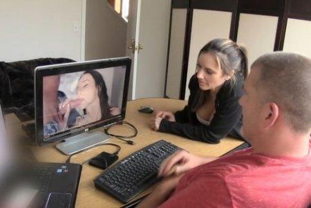 Домохозяйка жена застала мужа за порно чтобы смотреть и трахаться