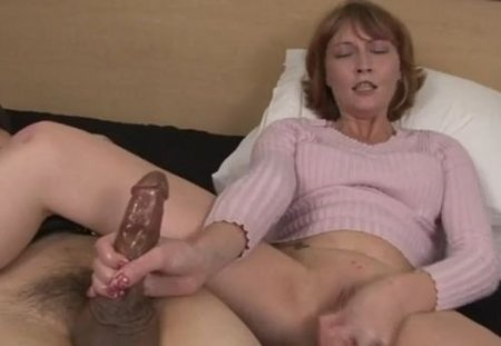 Женщина дрочит себе и мужу в латексе получая многократный оргазм