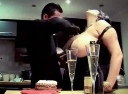 Романтический секс вечер любителя пышек со зрелой толстой бабой