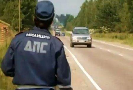 Русский мент остановил нарушительницу и в наказание трахнул жезлом