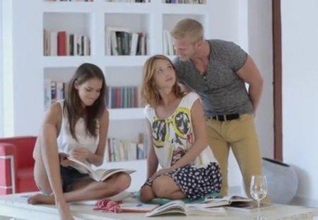 Чешский секс с двумя красивыми посетительницами книжного клуба