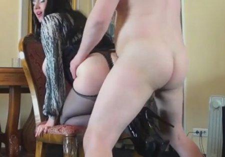 Жопастенькая секретарша всегда рада подставить толстую жопу боссу