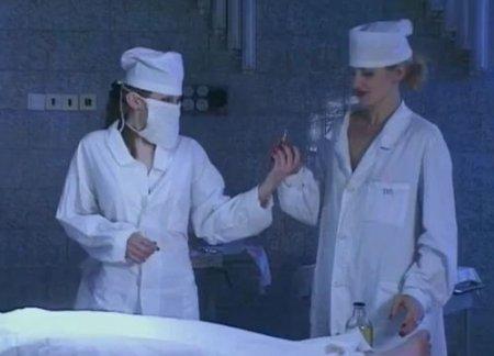 Две молодые ночные медсестры вкололи возбудитель пациенту в морге