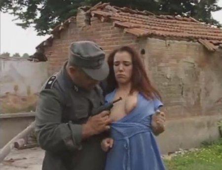 Солдат ебёт итальянку - секс отрывок из порно фильма про немцев