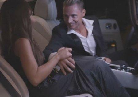 Счастливый секс в машине под конец любовно-романтического свидания