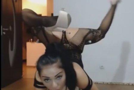 Зажигательный домашний танец жопастой стримерши на веб-камеру