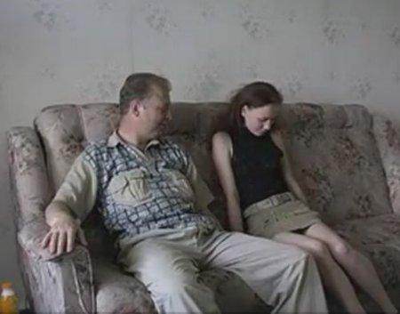 Про домашний интим папы с дочкой мама узнает из их частного порно