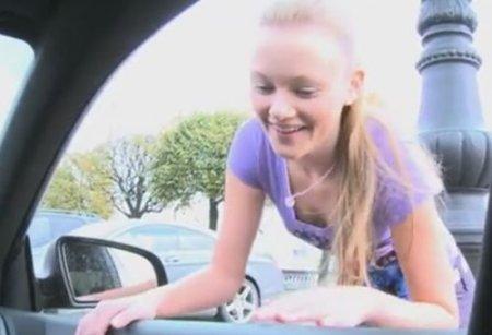 Милую девушку на роликах ждал дома анальчик с подругой и её парнем