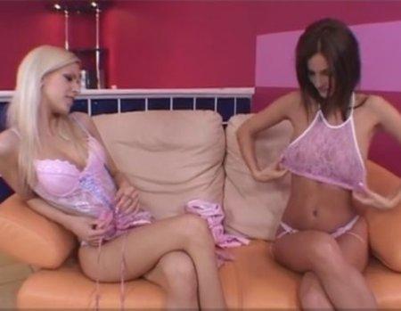 Взаимная фистинг мастурбация розовых лесбиянок пальцем и рукой