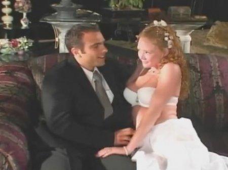 Рыжая невеста в свадебном платье изменила жениху перед свадьбой