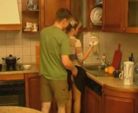 На кухне любимая мать и сама не прочь приёмному сыну дать