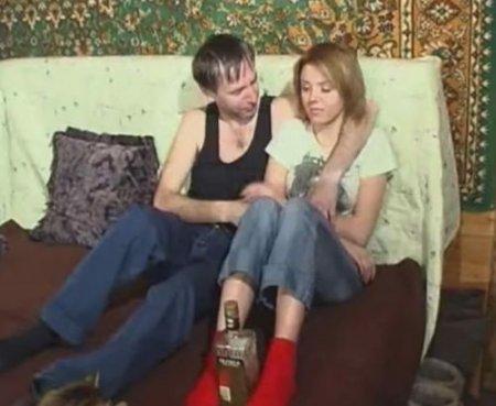 Отец домашний алкаш развел дочь на любительский секс по пьяни