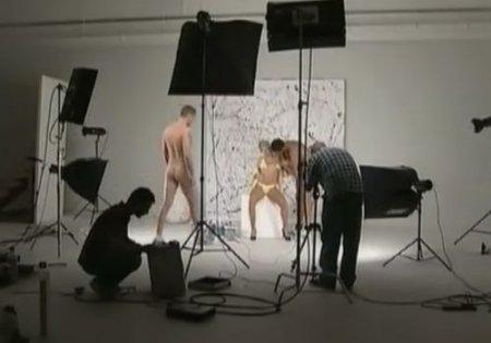 Двойное проникновение модели на xxx съёмках в порно фото студии