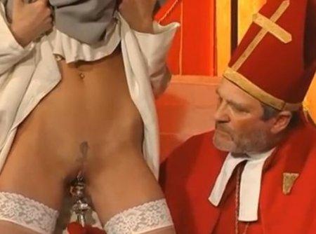 Монашки пожинают плоды греха через вагинальный фистинг и хард-секс
