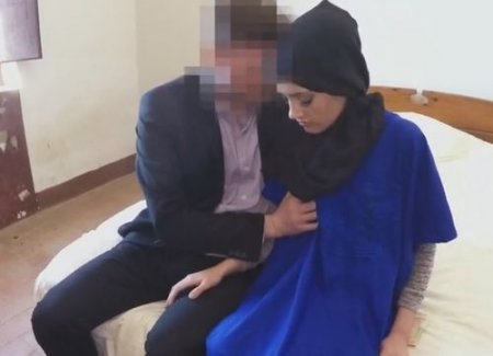 Мужик с большим членом развел мусульманку на минет и секс в номере