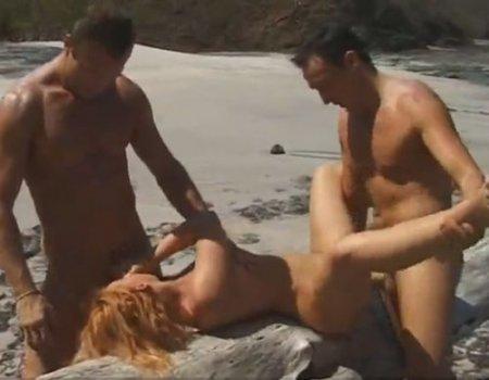 Экспедиция волонтеров Гринпис на пляж началась с мжм секса