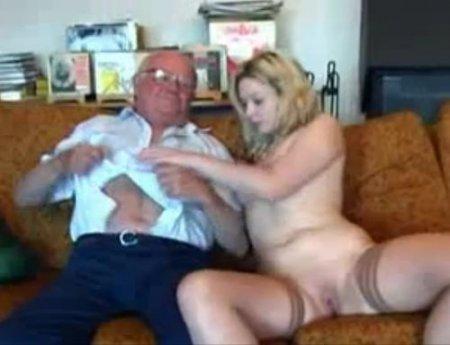 Развратная внучка соблазнила старого деда и дала себя выебать