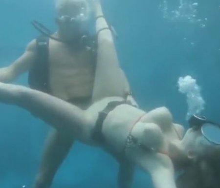 Подборка подводных оргазмов: актеры реально кончают под водой