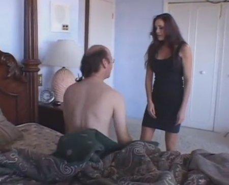 Увидела как муж фетишист нюхает трусы и дрочит под запах пиздятины