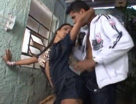 Прогулка с бразильянкой в узком переулке закончилась мощным аналом