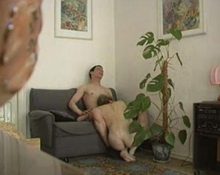 Частные домашние видеозаписи русской милфы с молодым парнем
