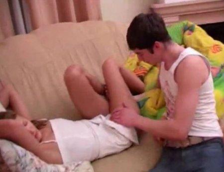 Двоюродная сестра Аня проснулась от ласк брата и стала его шлюхой