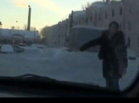 Девушка студентка случайно села в машину к русским парням пикаперам
