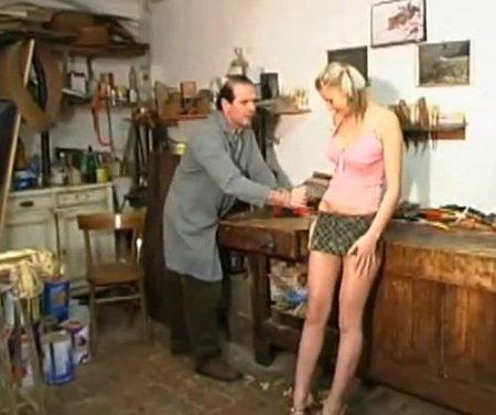 Пришла ебаться в папину мастерскую и дала отцу на рабочем месте
