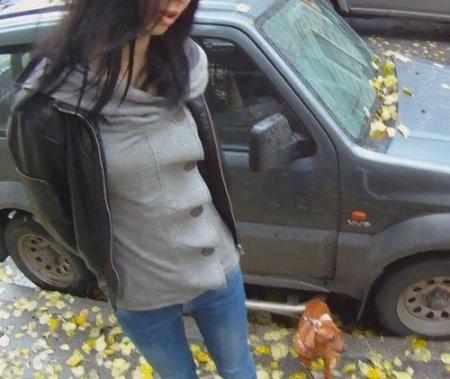 Подцепил на улице девушку с собакой и привел домой ебаться