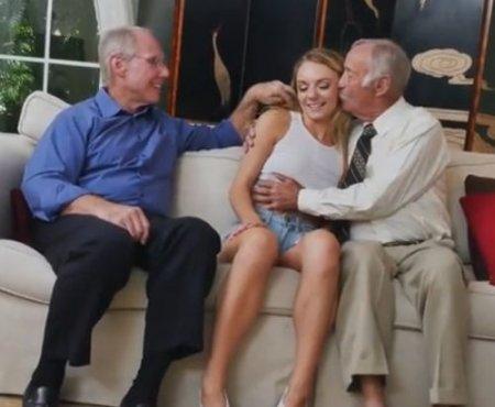 Старики-развратники развели молодую на долгий секс с ними по очереди