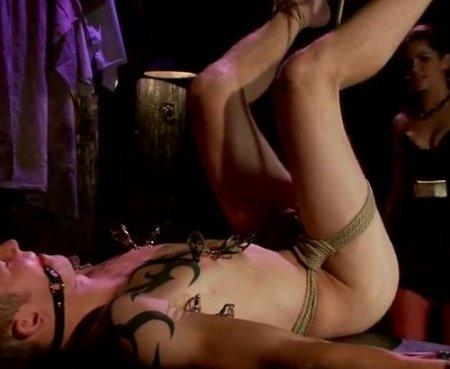 Анальный фемдом бондаж секс с пытками парня-сучки в прищепках