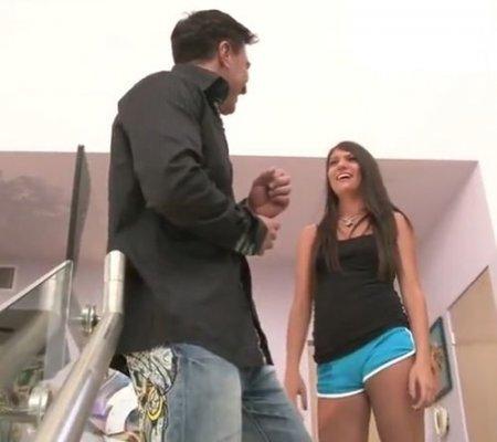 Сводная дочь присоединилась к сексу подруги с отчимом на лестнице