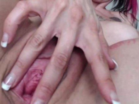 Мастурбация дилдо крупным планом голой сисястой телки на hd вебку