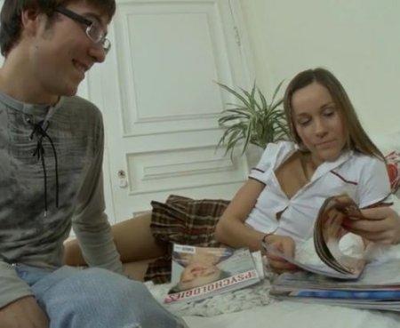 Молодой русский студент очкарик прочистил анал красотке однокурснице
