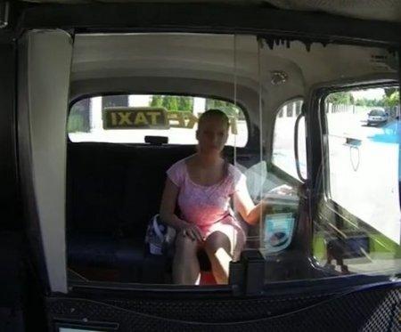 Поездка в фейк такси дорого обошлась конченной пизде пассажирки