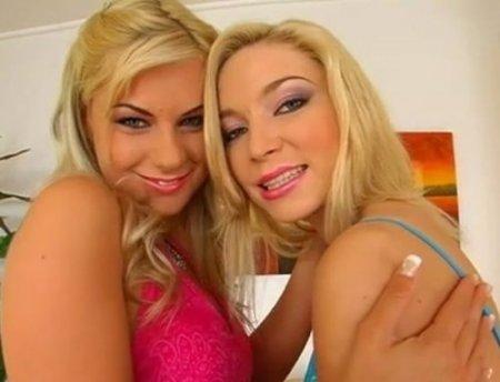 Лучшие лесбийские забавы двух грудастых сестёр близняшек в туфлях