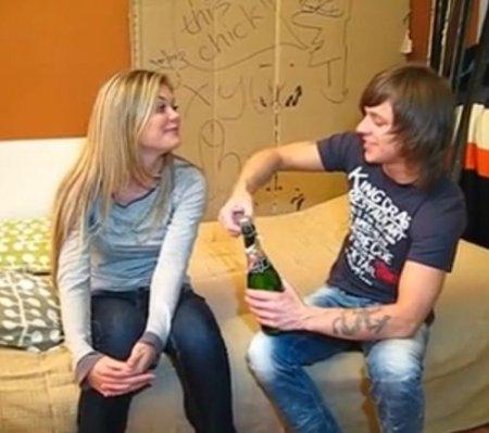 Встретил однокурсницу, пригласил выпить шампанское и трахнул