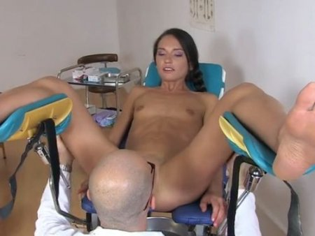Коротко про анал девушки на гинекологическом кресле у гинеколога