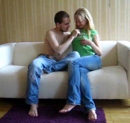 Кайфовый реальный секс русского аматора с подругой 18 лет на диване