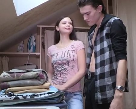 За хорошую работу по дому подогнал молодой жене любовника в лице друга