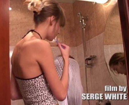 Утром перед работой муж трахнул молодую гражданскую жену в ванной