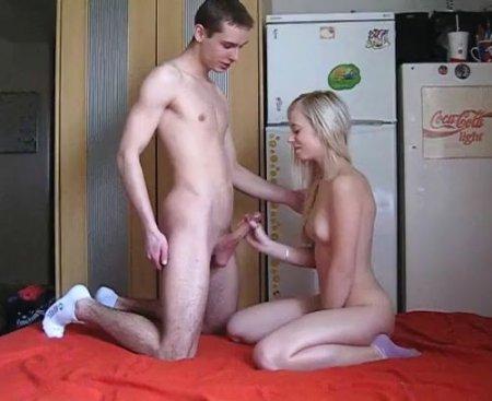 По-настоящему снял с блондинкой в носках русское домашнее видео xxx